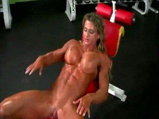 Nahé bodybuilder dáma s veľký klitoris