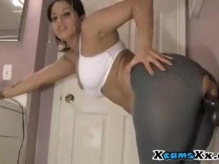 সে rips তার yoga pants থেকে যৌনসঙ্গম তার