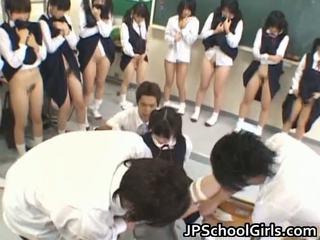 Seksi seks gadis di sekolah ruang kelas