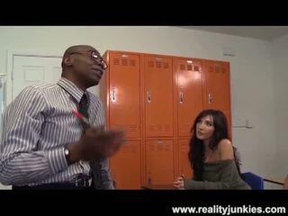 Todellisuus junkies: musta opettaja perse drills äiti kanssa aviomies katsomassa