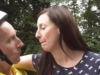 Inglese matura loving bicicletta goes anale