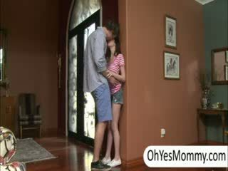 Victoria con boyfriend gets beccato da birichina passo mamma alexandra