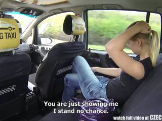 Warga czech taxi - si rambut perang remaja gets perjalanan daripada beliau kehidupan