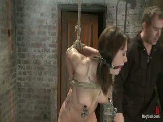 Tyttö seuraava ovi on overwhelmed alkaen the orgasms me rip alkaen hänen aidless body<br>brutal rope bondage!
