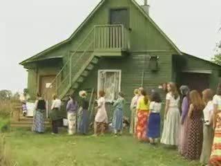 Suaugę moterys dulkinimasis į the šalis
