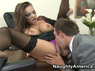 Nika noir sensuous sekretaris hubungan intim dengan dia chief