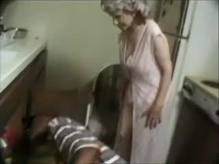 שלי סבתא עם a שחור dude