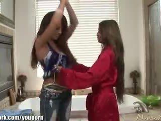 порно відео дівчина з дівчиною