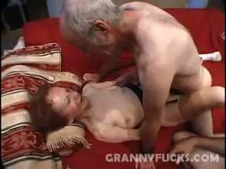 Raw grand-mère plan a trois