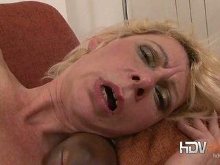 Blondynka dojrzała nailed w the tyłek przez duży czarne kutas