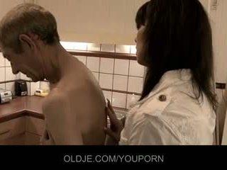 Crusty oldman fucks με του κυρία γιατρός