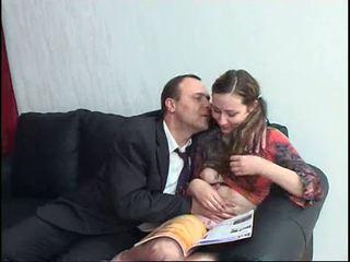 Vieux guy baise ce chaud ado dur tous sur la maison vidéo