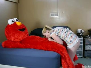 Elmo Loves To Fuck pussy