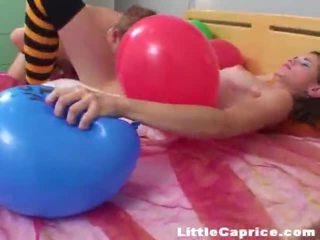 Aeg jaoks the õhupall popping ümber kuri vähe caprice!