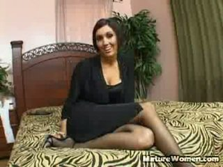 Dylan ryder is een schattig stiefmoeder, die accidentally walks in onto haar stepson masturberen. ze has zo turned onto door wat ze sees dat ze has naakt af haar robe naar onthullen sensuous lingerie. shocked, w