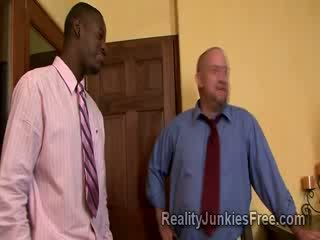 Blonde milf escorte sucks grand noire thugs boner droit avant son cocu husbands yeux