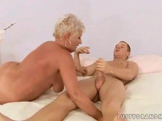 Chico fucks regordeta abuela