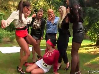 Di luar lesbian kencing pesta seks berkumpulan