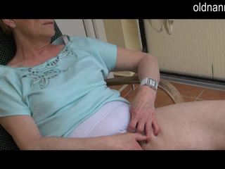पुराना ग्रॉनी masturbation साथ बड़ा ब्लॅक कॉक वीडियो