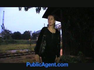 Blondýnka dospívající fucks veřejné agent