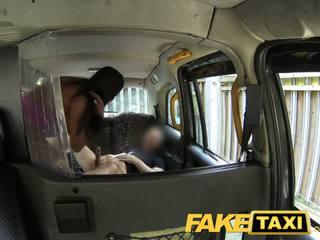 Faketaxi seksikäs amerikkalainen falls varten vanha taxi temppu