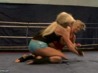 Laura κρύσταλλο και michelle soaked cat πάλη σε ring