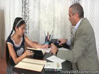 이 아시아의 학생 이다 loving 그만큼 주의 부터 그녀의 가정 교사