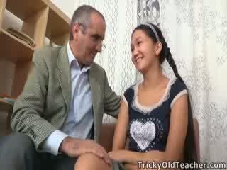 Tricky vanha opettaja gets ylös kohteeseen hänen nuts sisään aasialaiset pillua