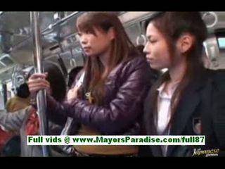 Süýji aziýaly jana in the awtobus