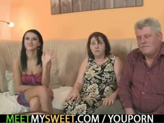 Стар parents майната тя като той leaves