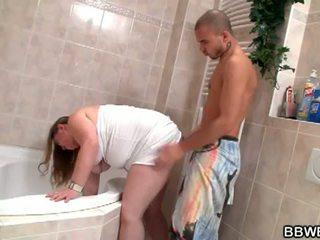 Bbw bet: lewd ruskeaverikkö rasvainen slut alas ja villi sisään kylpyhuone