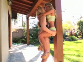 Julia ann și aubrey addams distribuie pasionat lesbian sex