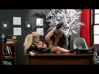 Christy mack fucked v a kancelář