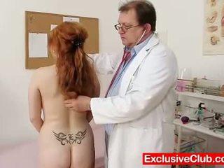 Punapää samantha checked mukaan perverssi gyno lääkäri