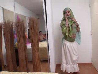 Indiškas žmona rides a storas varpa gilus į jos burna