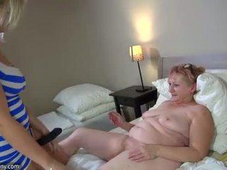 Oldnanny panas step-mom lesbian fuck dengan strapon