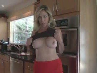 Мама rewards не тя син за chores