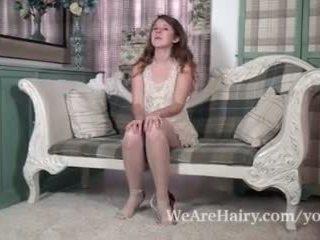 Jada adalah playful dan seksi sebagai dia strips di kursi