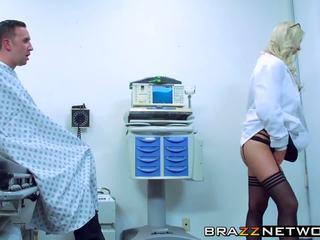 Удивителни блондинки brooke brand getting pleasured от тя.