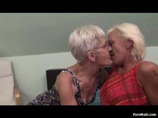 Λεσβιακό γιαγιάδες having διασκέδαση