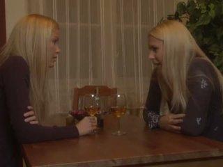 Brandy mosoly és sophie moone leszbikus tréfa