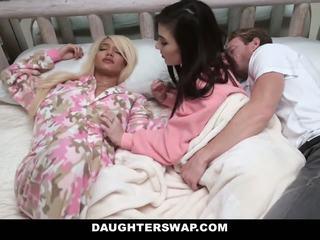 Daughterswap - swapped 和 性交 中 sleepover