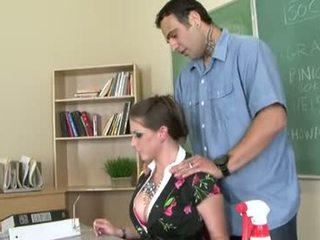 Rachel roxxx on a kiimas õpetaja