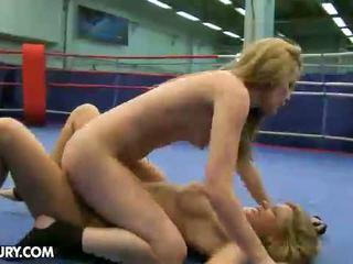 Nudefightclub 선물 cindy 기대 vs sophie moone