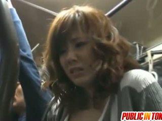 Yuma pieptoasa sucks shlongs în autobus