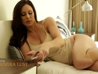 "Mommy Kendra Lust and Riley Reid Outdoor Fun <span class=""duration"">- 6 min</span>"