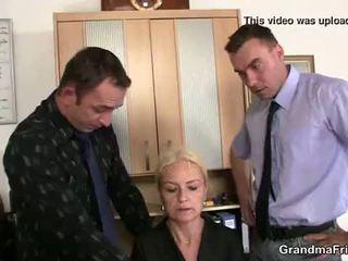 Γριά ξανθός/ιά enjoys two cocks