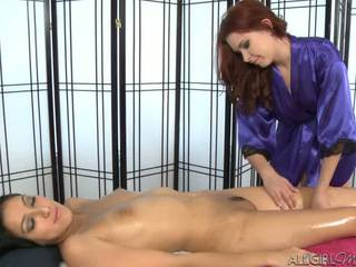 Melody uses une vibromasseur giving kimberly gates une profond frotter