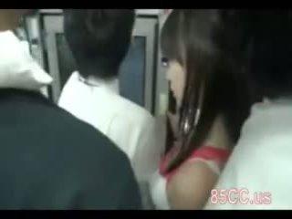 أقرن جبهة مورو مارس الجنس بواسطة حافلة geek