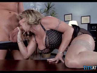Bitchy főnök shows neki aki van -ban díj, porn f6